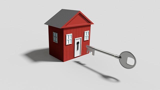červný domeček, velký klíč