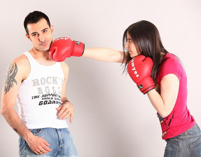 bojující pár